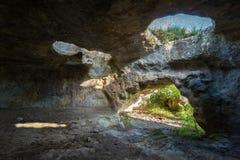 Rovine storiche di alloggio nella città Bakla della caverna in Bakhchysarai Raion, Crimea Immagini Stock Libere da Diritti