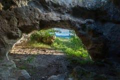 Rovine storiche di alloggio nella città Bakla della caverna in Bakhchysarai Raion, Crimea Fotografia Stock Libera da Diritti