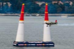 ROVINJ, ΚΡΟΑΤΊΑ - 13 Απριλίου 2014 αεροπλάνο στη φυλή αεροπλοΐα του Red Bull ev Στοκ εικόνες με δικαίωμα ελεύθερης χρήσης