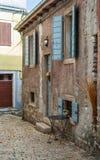ROVINJ, CROACIA - 29 DE MAYO DE 2014: La gente turística camina la ciudad vieja Imágenes de archivo libres de regalías