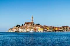 Rovinj es una ciudad en Croacia situó en el mar adriático del norte situado en la costa occidental de la península de Istrian, él fotos de archivo