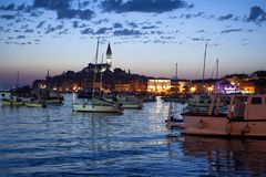 Rovinj i Istria, Kroatien afton royaltyfri foto