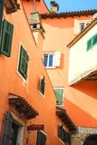 Rovinj Kroatië 05 15 2018 Kleurrijke en romantische straten van oude stad van Rovinj Istrianschiereiland, Kroatië, Europa stock foto