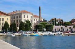 Маленькие лодки в Rovinj затаивают, Rovigno, Хорватия стоковое изображение