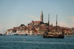 Rovinj-Stadthafen in Kroatien Stockfotografie