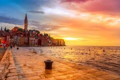 Rovinj stary miasteczko przy nocą w Adriatyckim morzu Fotografia Royalty Free
