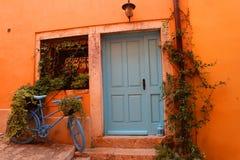 Rovinji, Deur, Oude Stad, Blauwe Fiets royalty-vrije stock afbeeldingen