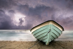 Row boat on beach Royalty Free Stock Photos