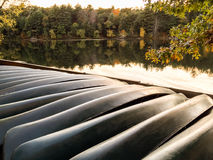 Free Row Of Rental Canoes Turned Over Along Lakefront Stock Photo - 89172810