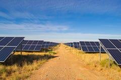 Row& x27 del panel solar; s Foto de archivo