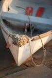 Rowboat και κουπιά στο ηλιοβασίλεμα Στοκ Εικόνες