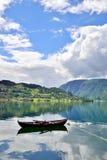 Rowboat σε ένα φιορδ Στοκ Φωτογραφίες