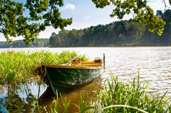 Rowboat στη λίμνη Στοκ φωτογραφία με δικαίωμα ελεύθερης χρήσης