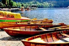 Rowboat и озеро Стоковая Фотография