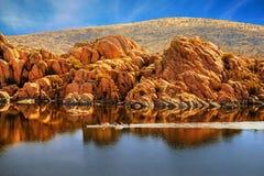 Rowboating in ruhigem Watson Lake - Arizona lizenzfreies stockbild