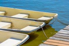 Rowboats στην αποβάθρα Στοκ φωτογραφία με δικαίωμα ελεύθερης χρήσης