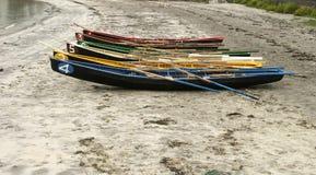 Rowboats на пляже Стоковые Изображения RF