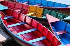 4 Rowboats отдыхая на озере в Непале Стоковая Фотография