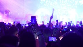 rowd dos povos que atendem ao concerto video estoque