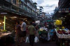 Rowded-Straßenmarkt des berühmten Chinatowns Stockbilder