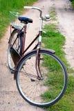 rowerów stojaki starzy drogowi wiejscy zdjęcia stock