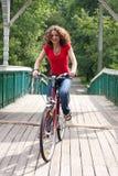 rowerowa dziewczyna idzie Obraz Royalty Free
