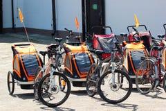 Rowerowe przyczepy przy roweru wynajem w Zwierzyniec, Polska obraz royalty free