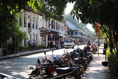 Rowerowego parking uliczna scena przy Luang Prabang Laos Obraz Royalty Free