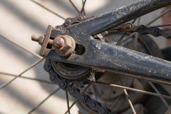 Rowerowego tylni koła i prowadnikowego łańcuchu zbliżenie Fotografia Stock