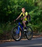 rowerowi nastolatka target2570_0_ drewna Fotografia Stock