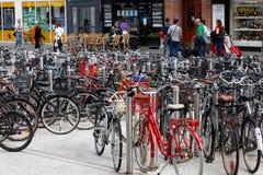 Rowerowi stojaki z rowerami Fotografia Stock