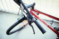 Rowerowy handlebar i przerwy, rower naprawa, zamazany t?o obrazy royalty free