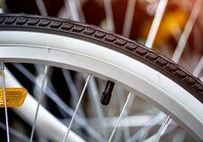 Rowerowy opony zakończenie Bicyklu sklep zdjęcia royalty free
