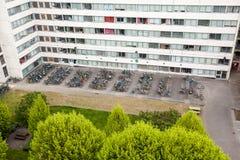 Rowerowy parking dla wysokiego budynku Obrazy Royalty Free