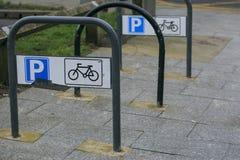 Rowerowy parking w ulicie Fotografia Stock