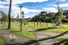 Rowerowy pas ruchu w Barigui jawnym parku fotografia royalty free