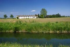 Rowerowy pas ruchu wzdłuż Naviglio Bereguardo Włochy: gospodarstwo rolne Obrazy Stock
