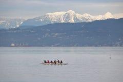 Rowers практикуя в специальном каное Стоковое Изображение