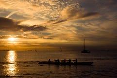 Rowers en la puesta del sol Fotografía de archivo libre de regalías