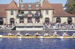 Rowers passant la Chambre de bateau de Ratcliff Photo libre de droits