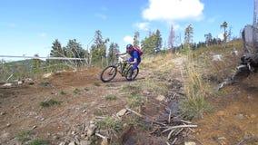 Roweru górskiego setkarza mknięcia zjazdowej synkliny szorstki teren zbiory