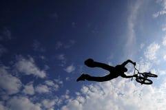 Roweru jeźdza latanie Zdjęcia Stock