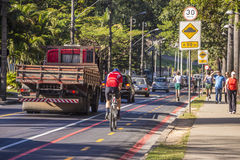 Roweru pas ruchu Belo Horizonte, Brazylia - Obraz Royalty Free