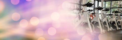 Rowery w gym z purpurowym bokeh Obraz Stock