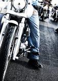 Rowerzyści jedzie motocykle Zdjęcia Royalty Free