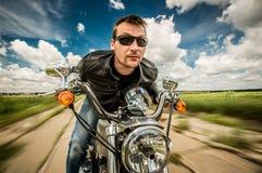 Rowerzysta ściga się na drodze fotografia stock