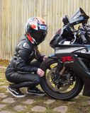 Rowerzysta dziewczyna GSXR 750 i Suzuki Obrazy Stock