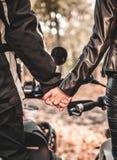 Rowerzysta pary ręki zdjęcie royalty free