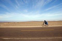 rowerzysta pustynia Zdjęcia Royalty Free