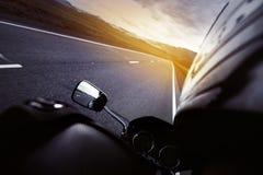 Rowerzysty closseup zmierzchu prędkości drogowy pojęcie fotografia royalty free